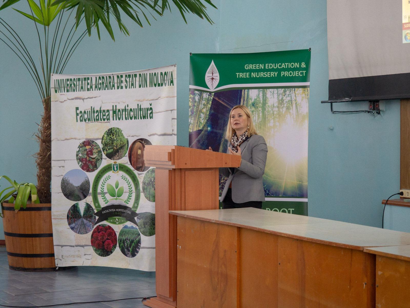 Ина Кошеру (Национальный Центр Окружающей Среды) рассказала о плачевной ситуации с поверхностными водами и о том, как лес может этому помочь