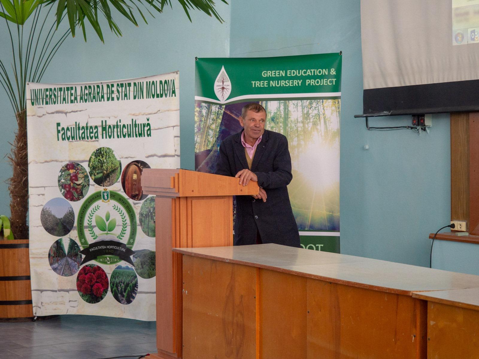 Михай Цынцар, примар села делится практическим опытом реабилитации более 400 Га деградированных земель (300 из них - новый лес)
